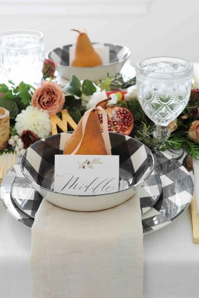 Bol et grande assiette à motif tartan noir et blanc, 4,99 $ et 5,99 $ chez Home Sense (Fournie par Home Sense)