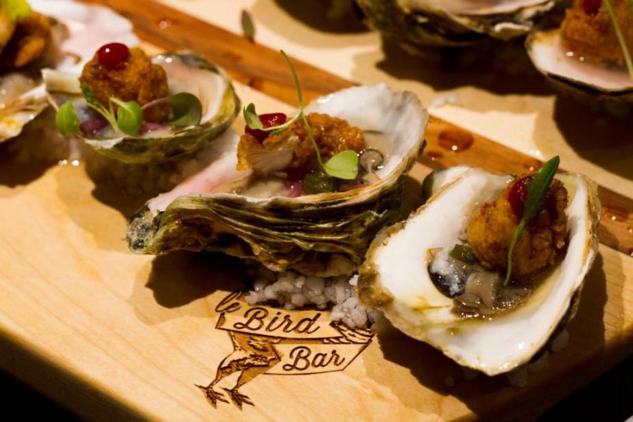 Cette planche d'huîtresdes Maritimes, popcorn de poulet frit... (PhotoRiadh Hasseni, fournie par le Bird Bar)
