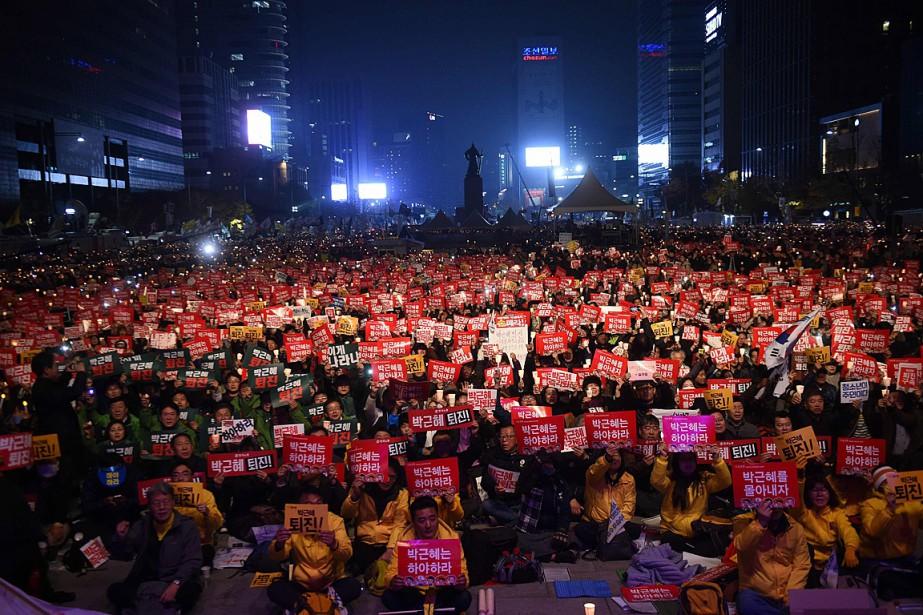 À Séoul samedi, ils étaient 450000, selon les... (PHOTO JUNG YEON-JE, AFP)