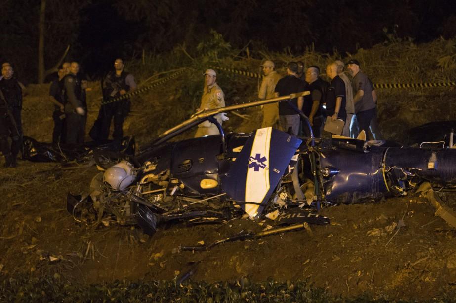 Quatre policiers de Rio sont morts samedi dans l'écrasement de leur... (Photo AP)