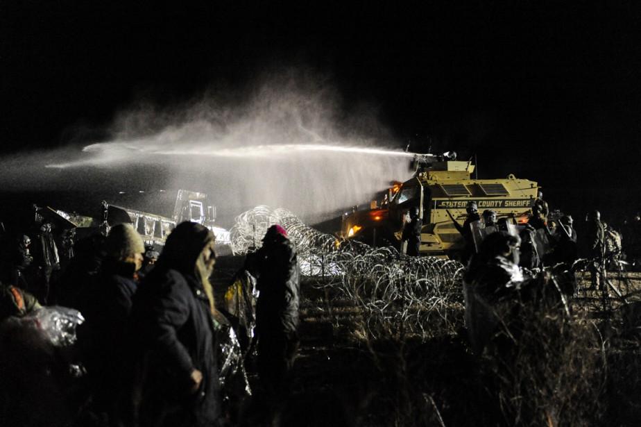 La tribu sioux de Standing Rock considère que l'oléoduc menace ses sources d'eau potable et plusieurs sites où sont enterrés ses ancêtres. (photo Stephanie Keith, REUTERS)