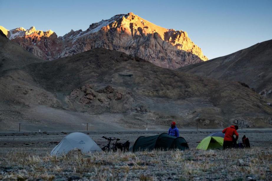 Camping à 4100 m d'altitude. On y aperçoit... (PHOTO JONATHAN B. ROY, COLLABORATION SPÉCIALE)