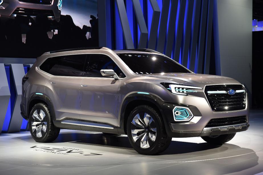 <strong>Concept Subaru Viziv 7.</strong> C'est ce genre de véhicule à trois rangées de sièges qui remplira le vide laissé par l'abandon de l'étrange Tribeca. Avec ses 5200mm de longueur, ses 2030mm de largeur et ses 1830mm de hauteur, le Viziv-7 se veut le plus grand véhicule jamais conçu par Subaru. Mais Subaru dit quand même pencher pour un VUS intermédiaire. Évidemment, il est destiné au marché nord-américain, qu'il devrait investir au début de 2018.<strong><strong></strong></strong> ()