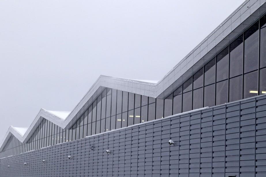 La forme du toit en pignon permet la captation et l'évacuation des émanations d'autobus dans leurs plus hauts point et ainsi améliorer la qualité de l'air intérieur. (Patrick Woodbury, Le Droit)