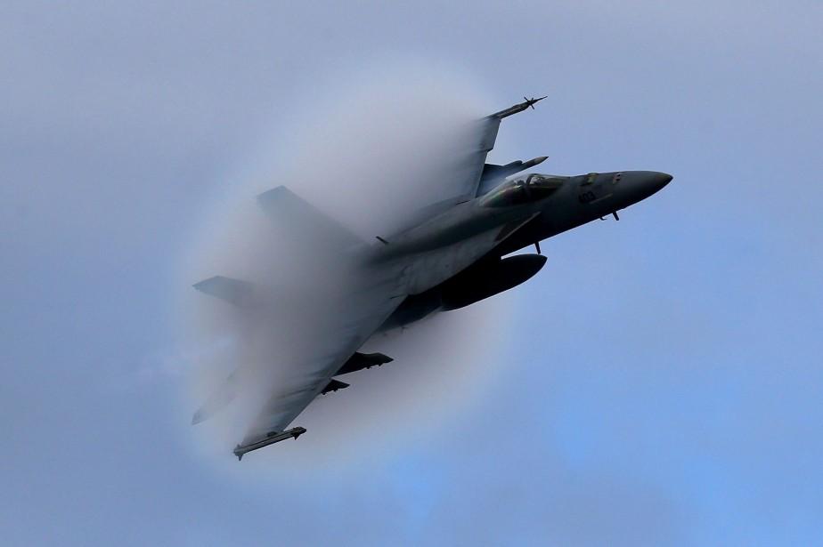Un avion de combat Super Hornet de Boeing.... (Photo archives AP)