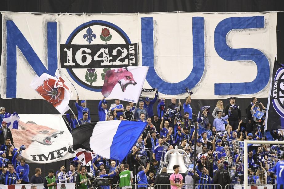 Les partisans de l'Impact célèbrent l'avance de 3-0 en début de 2e mi-temps. (BERNARD BRAULT, LA PRESSE)
