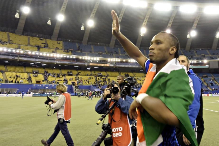 Didier Drogba a salué la foule après la... (Photo Bernard Brault, La Presse)