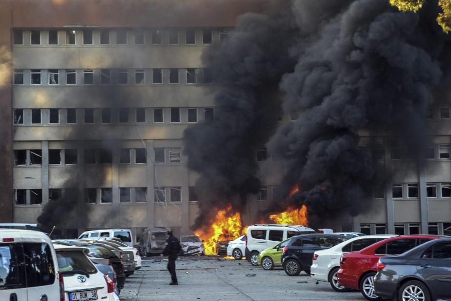 La déflagration s'est produite sur le stationnement du... (AP)