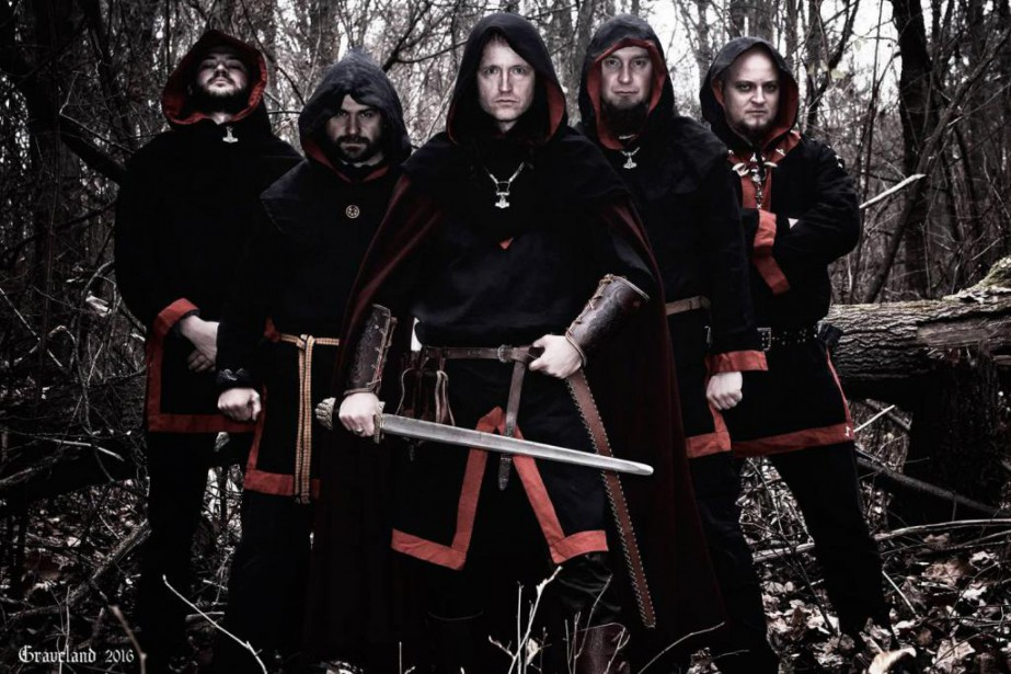 Les membres du groupe Graveland: Draugir, Sigrunar, Darken,... (Photo tirée de Facebook)
