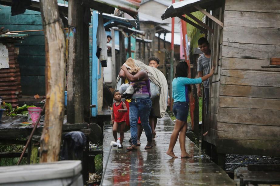 Par précaution, les gouvernements du Salvador et du... (photo INTI OCON, AFP)