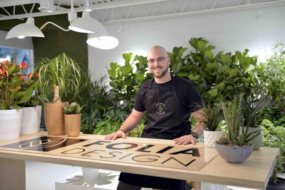 Marc Champoux dans sa nouvelle boutique Folia Design. Formé en administration et marketing, il poursuit le travail de sa mère, qui a fondé l'entreprise en 1991. (Le Soleil, Pascal Ratthé)