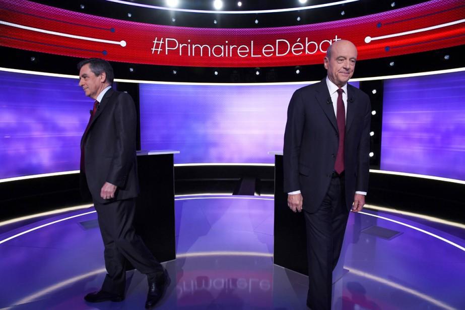 François Fillon (à gauche) et Alain Juppé quittent... (photo Eric FEFERBERG, AFP)