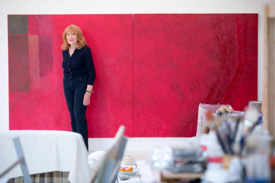 Françoise Sullivan devant Red Bloom, une des toiles... (Photo François Roy, La Presse)