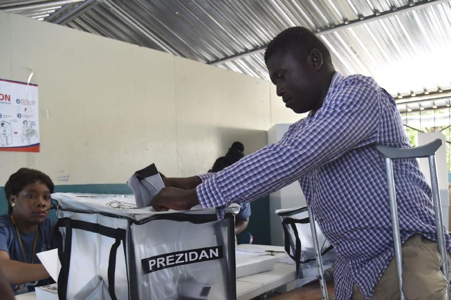 Un votant haïtien exprime son suffrage.... (Photo AFP)