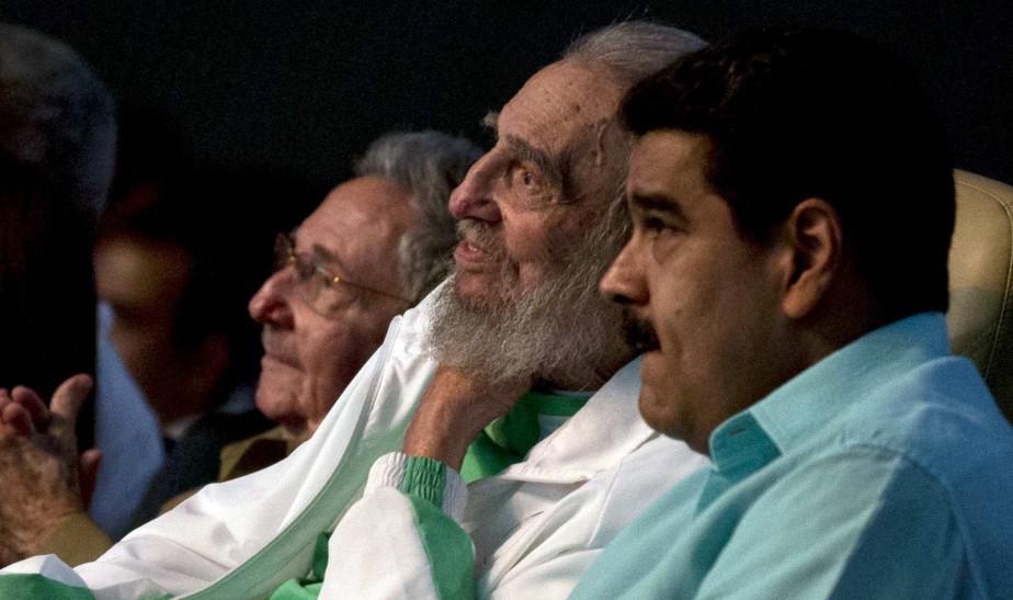 L'ancien Lider Maximo a assisté à un gala organisé pour son 90<sup>e</sup> anniversaire en août dernier. Au premier plan, Nicolas Maduro, actuel président du Venezuela. (Photo archives AP)