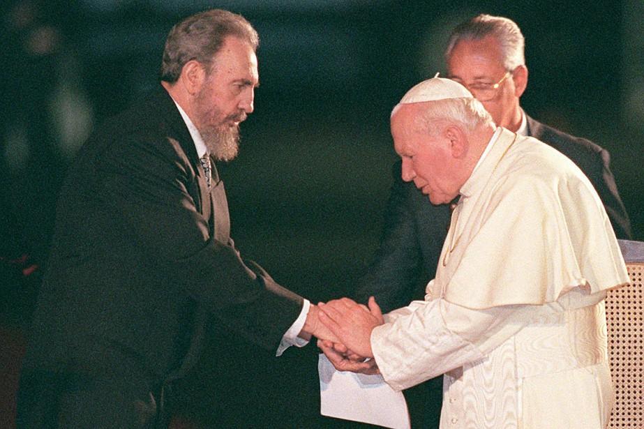 Fidel Castro a accueilli le pape Jeau-Paul II lors de sa venue à Cuba, en janvier 1998. (Photo Ruth Fremson, archives AP)