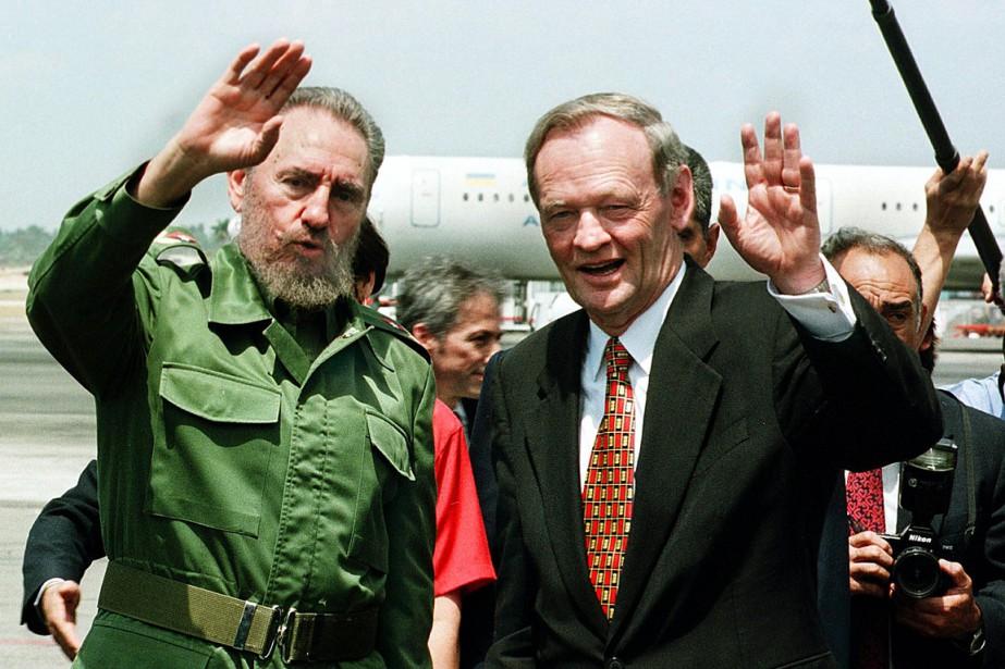 L'ancien premier ministre canadien Jean Chrétien et Fidel Castro à La Havane, en avril1998. (La Presse AFP)