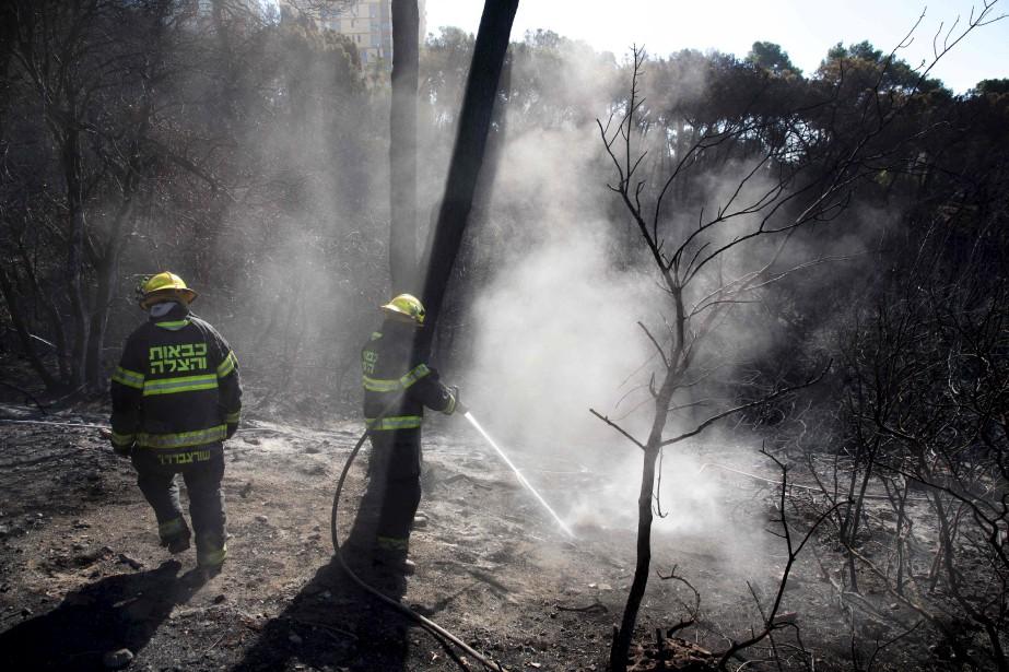 Aucun décès n'a été rapporté dans les derniers jours, mais des dizaines de personnes ont été hospitalisées après avoir inhalé de la fumée. (AFP)