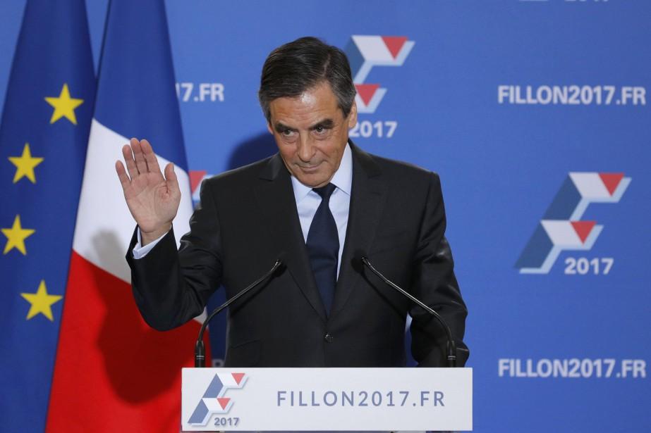 François Fillon a récolté69,5% des voix selon de... (Photo Reuters)