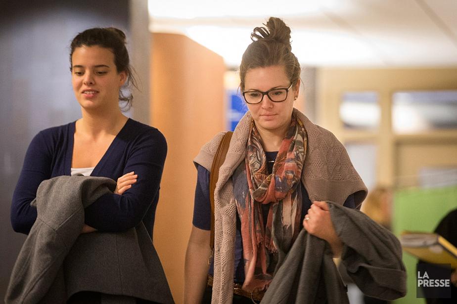 Melissa Ohnona (à droite), une employée du bureau... (PHOTO IVANOH DEMERS, LA PRESSE)