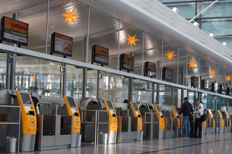 Les pilotes de Lufthansa, en conflit avec la direction sur les... (PHOTO AFP)
