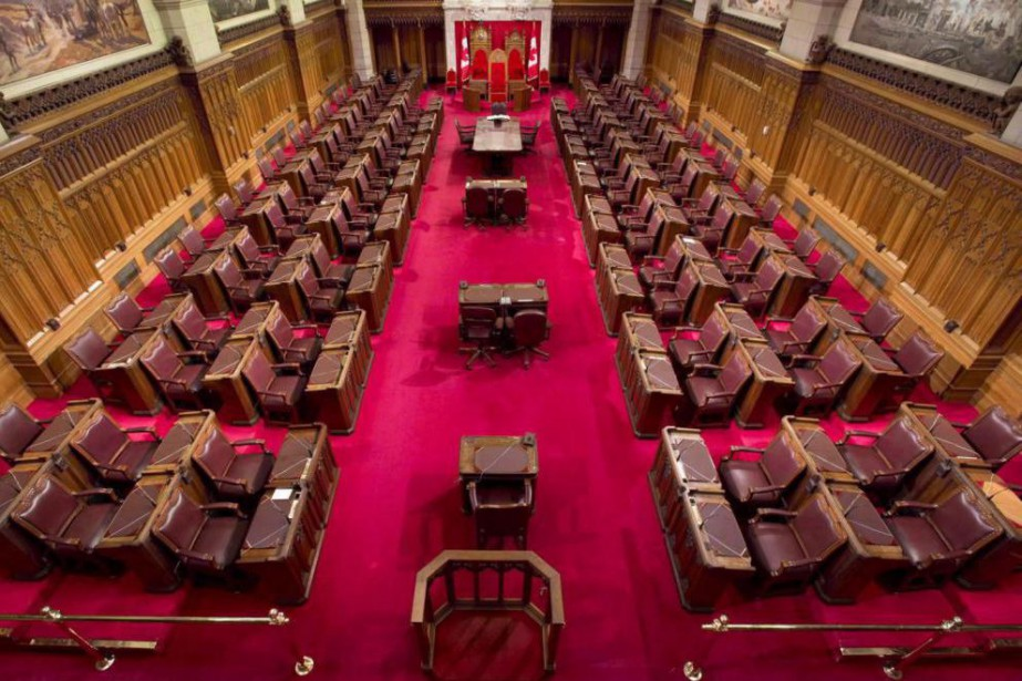 Les sénateurs conservateurs ont modifié les paliers d'imposition,... (PHOTO ADRIAN WYLD, ARCHIVES LA PRESSE CANADIENNE)