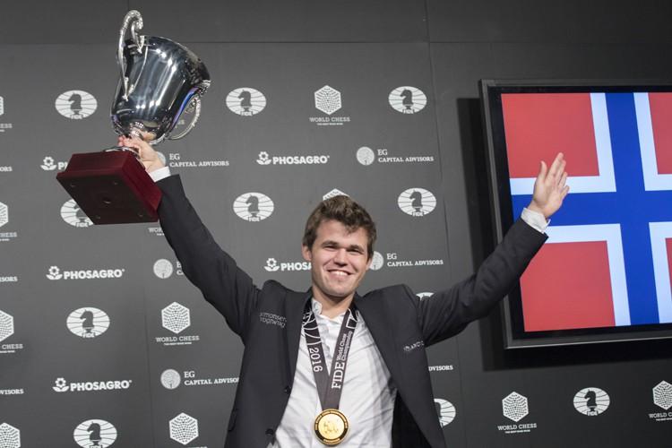 Magnus Carlsen, numéro 1 mondial depuis 2010 et... (AP)