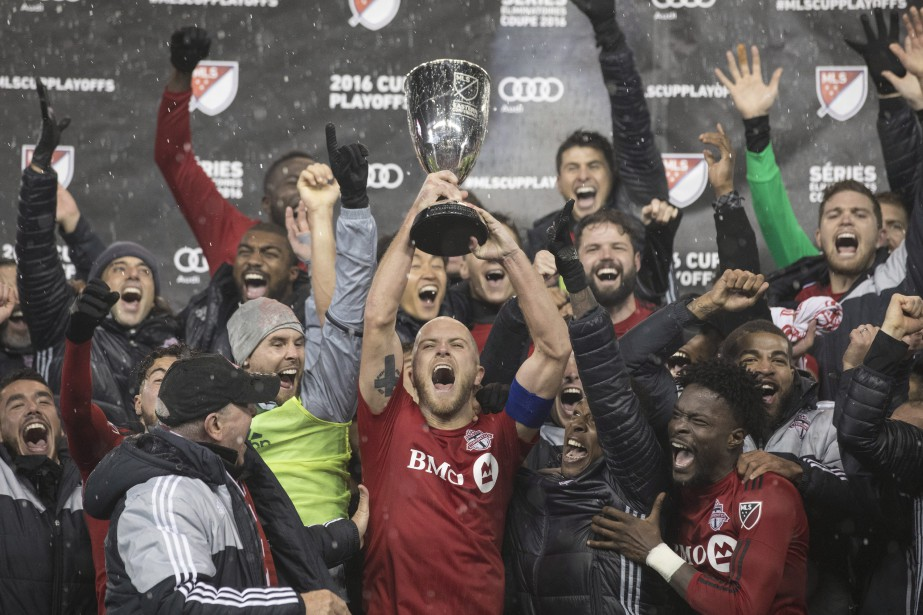 Toronto FC's Michael Bradley lifts the Eastern Conference...