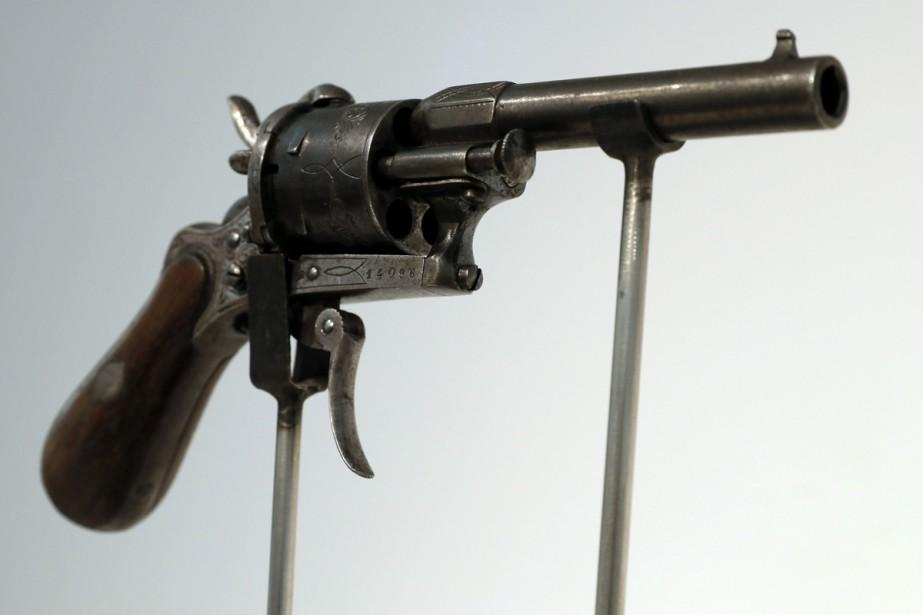 Le revolver à six coups avec lequel le poète français Paul... (PHOTO AFP)