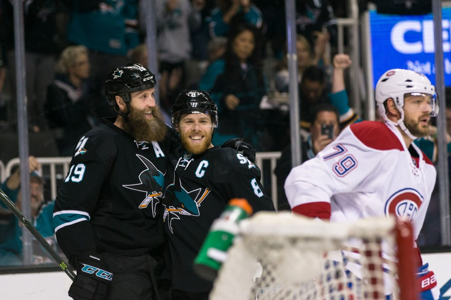 Joe Pavelski et Joe Thornton célèbrent un but... (Photo USA Today Sports)