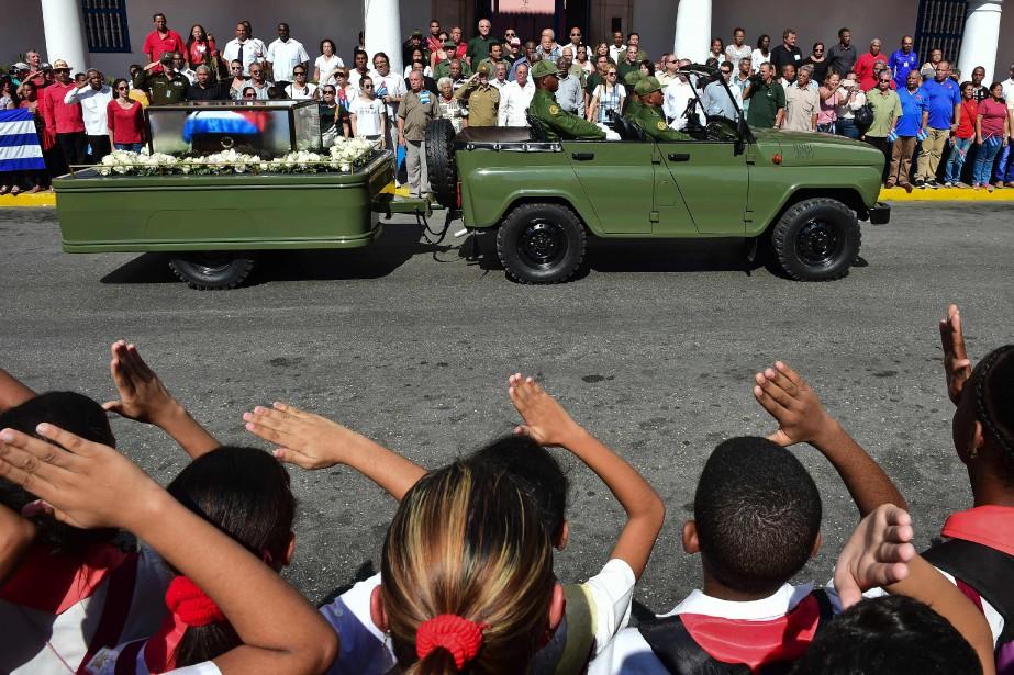 La caravane doit parader pendant plusieurs heures dans... (PHOTO  RONALDO SCHEMIDT, AFP)