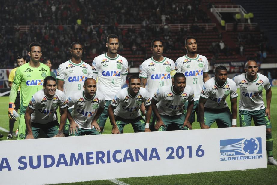 Le club brésilien de Chapecoense a été décimé... (Photo Gustavo Garello, archives AP)