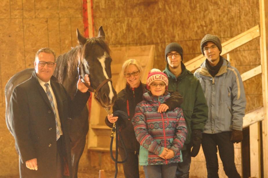 Clément Genest et Diane Plante accompagnés de trois... (PHOTO FOURNIE PAR FCP)
