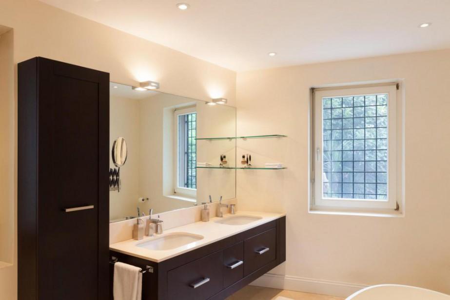 La salle de bains a été rénovée, mais... (photo thinkstock)