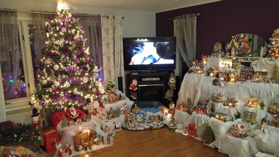 «Voici les decorations de ma mere Doris Fortin. Elle adore Noël et envahit le salon de plus en plus d'année en année!» , Meril Beauregard. (Meril Beauregard)