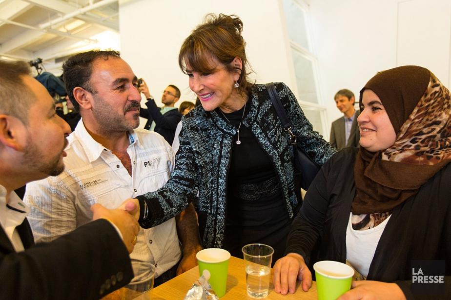 La ministre québécoise de l'Immigration, Kathleen Weil, discute... (Olivier Jean, La Presse)
