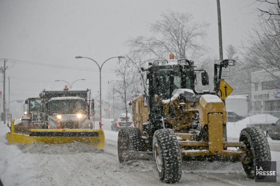 Les souffleuses et les camions de chargement commenceront... (Photo David Boily, La Presse)