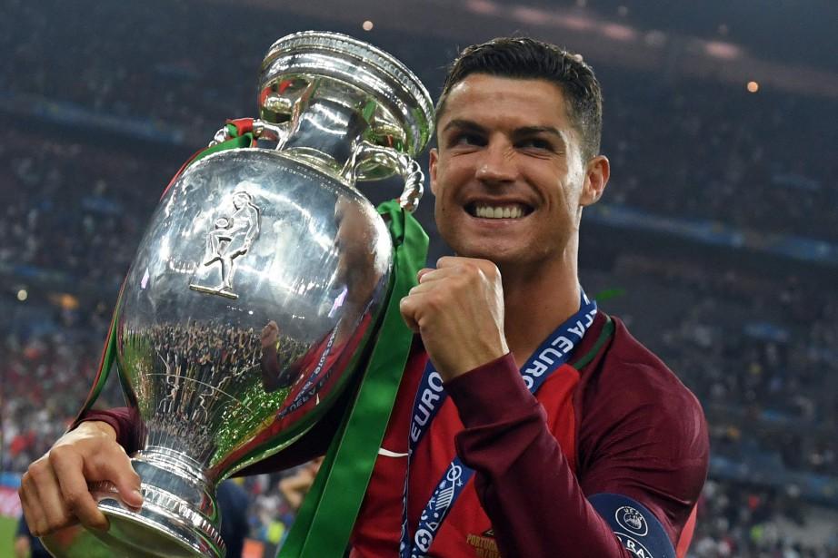 Cristiano Ronaldo a remporté l'Euro 2016 avec le... (Photo Francisco Leong, archives AFP)