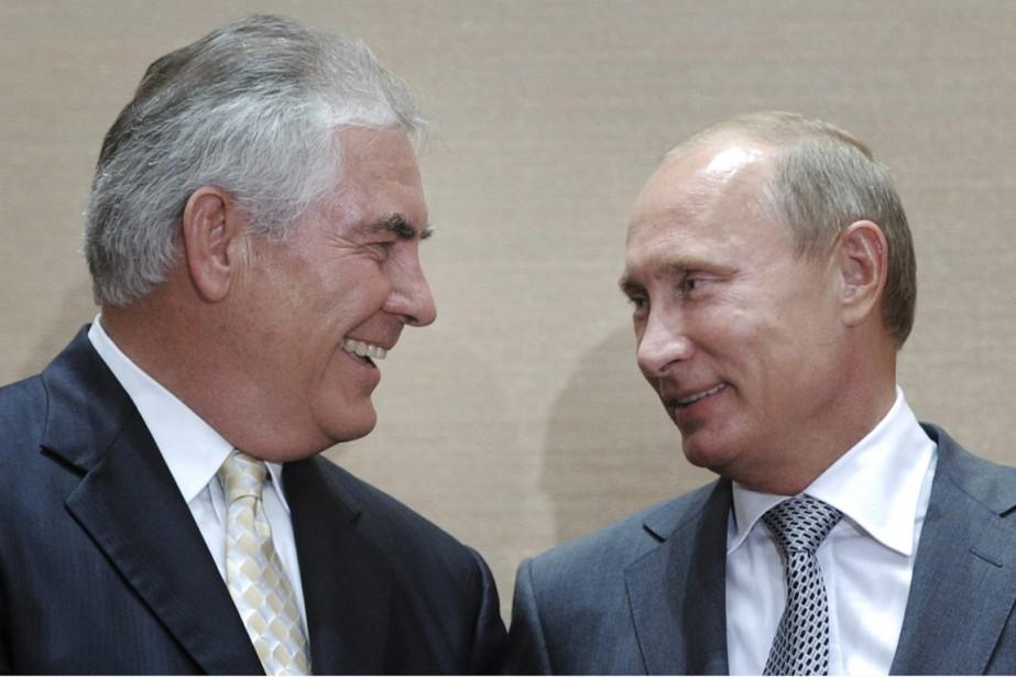 Rex Tillerson (à gauche) a développé une relation... (PHOTO Alexei Druzhinin, ARCHIVES RIA Novosti/AP)