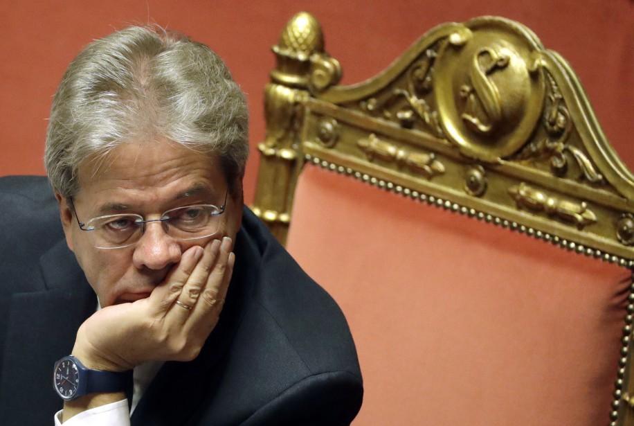 Paolo Gentiloni a devant lui à peine plus... (AP)