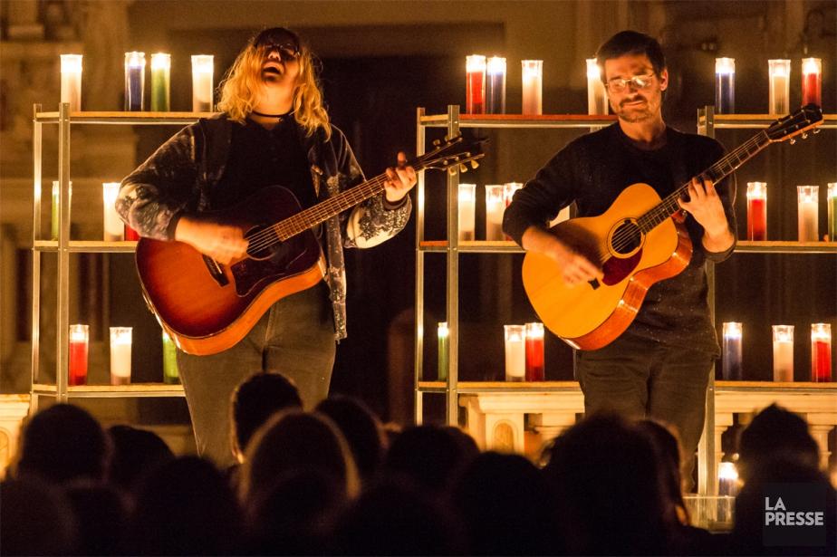Accompagnée du guitariste Joseph Marchand, Safia Nolin se... (PHOTO ÉDOUARD PLANTE-FRÉCHETTE, LA PRESSE)