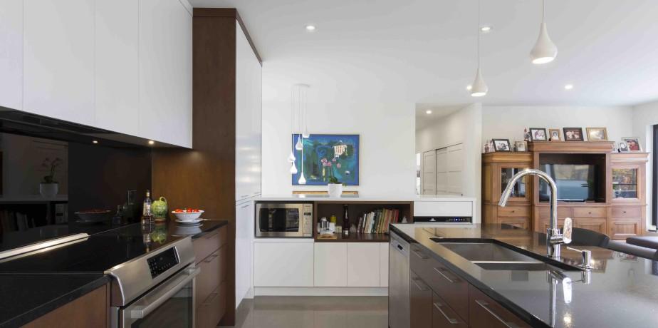 La cuisine dessinée par CCM2 Architectes a été réalisée par Richard & Lévesque. (Fournie par CCM2)
