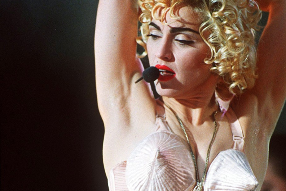 Madonna en prestation à Londres, en 1990.... (PHOTO ARCHIVES AP)