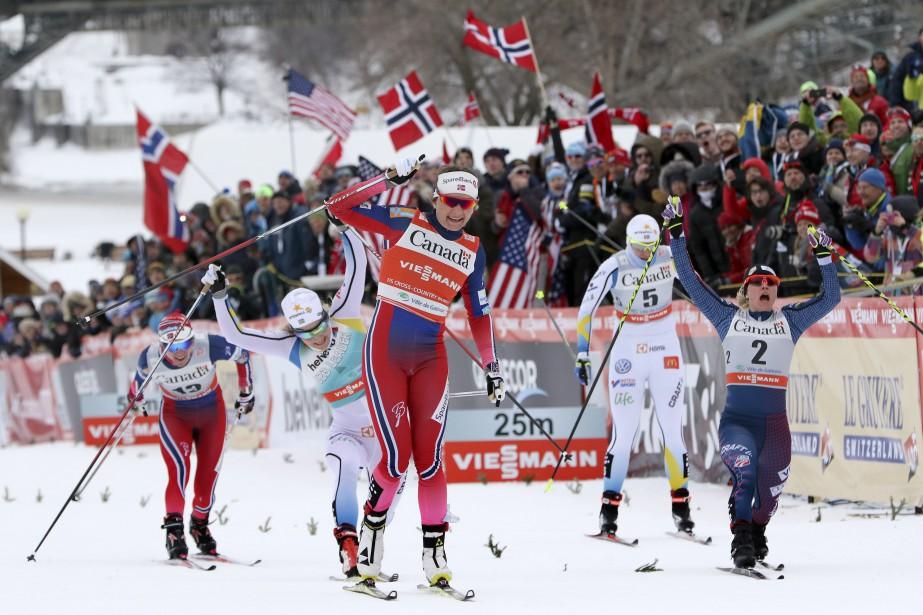 Course serrée à la ligne d'arrivée de la finale féminine du Ski Tour Canada, le 1 er  mars dernier, à Gatineau. Caspersen Falla Maiken l'emporte devant Stina Nilsson et Jessica Diggins. | 19 décembre 2016
