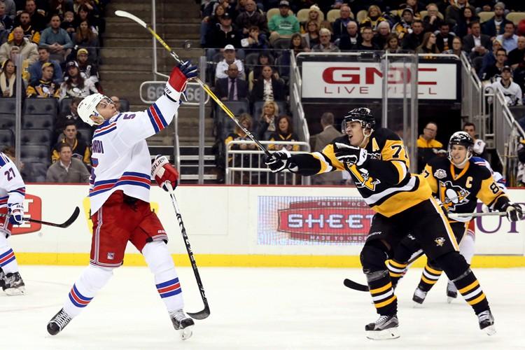 Sidney Crosby a inscrit son 22e but de la saison, Evgeni... (PHOTO REUTERS)
