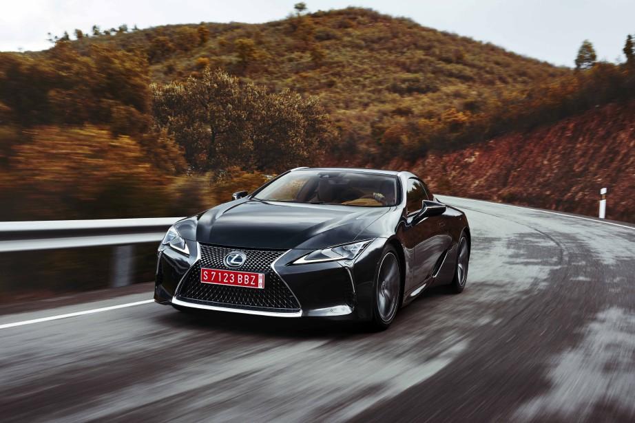 La LC500 est un véhicule susceptible de séduire esthètes ou connaisseurs. Bref, une voiture qui comporte une part de rêve.<br /><br /> (PHOTOS : LEXUS)