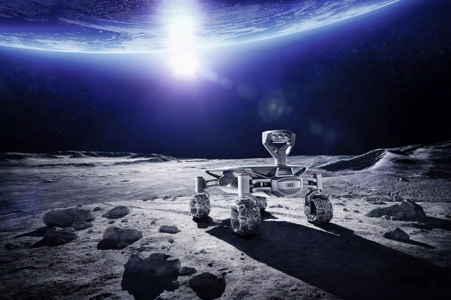 Le Lunar Quattro d'Audi n'est pas si différent des autres véhicules du constructeur; il est muni d'une motorisation e-tron, de la technologie de traction intégrale Quattro et de matériaux avancés comme l'aluminium. Par contre, il ne pèse que 30 kg et il peut résister aux températures extrêmes et fortement variables de la surface de la Lune. ()