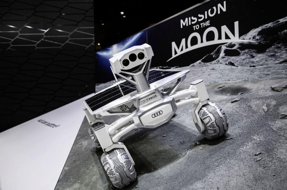 Audi a agrandi le Lunar Quattro, l'a équipé d'une motorisation e-tron et a perfectionné les composants électroniques et les technologies de conduite automatisée. Quatre caméras aident le rover à circuler sur le terrain et permettent de prendre des images panoramiques à 360 degrés. ()