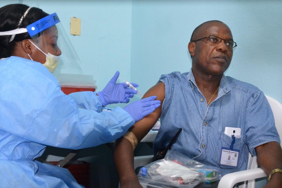 Un vaccin d'origine canadienne contre le virus Ebola,... (PHOTO ZOOM DOSSO, AFP)