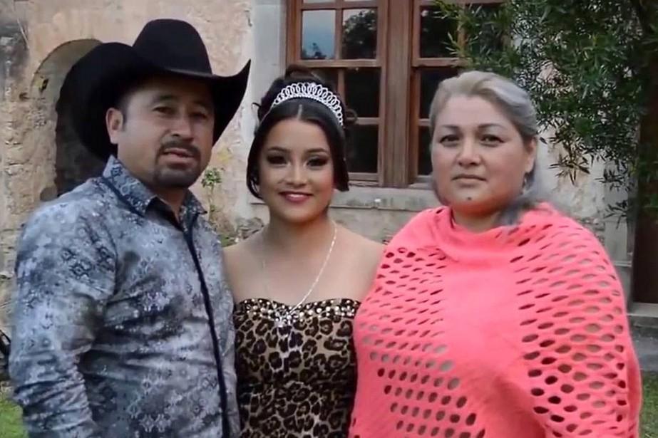 Rubi Ibarra Garcia, entourée de son père Crescencioet... (PHOTO TIRÉE DE TWITTER)